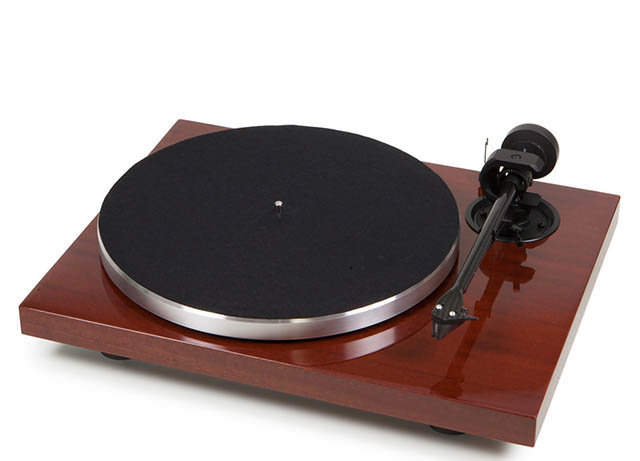 Pro-Ject 1Xpression Carbon Classic Turntable with Ortofon's 2M Silver Cartridge