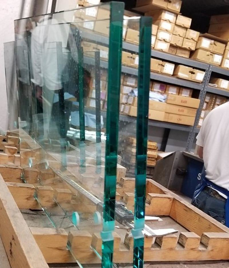 Raw sheets of glass for faceplates
