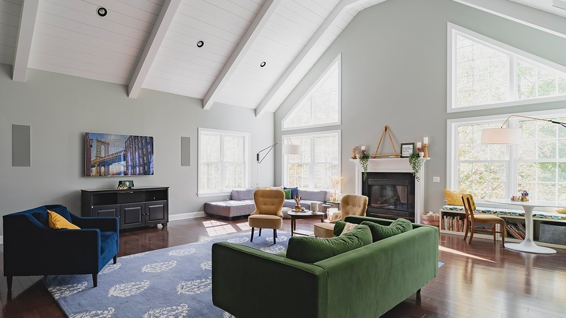 Living Room with TV, speakers, and home automation