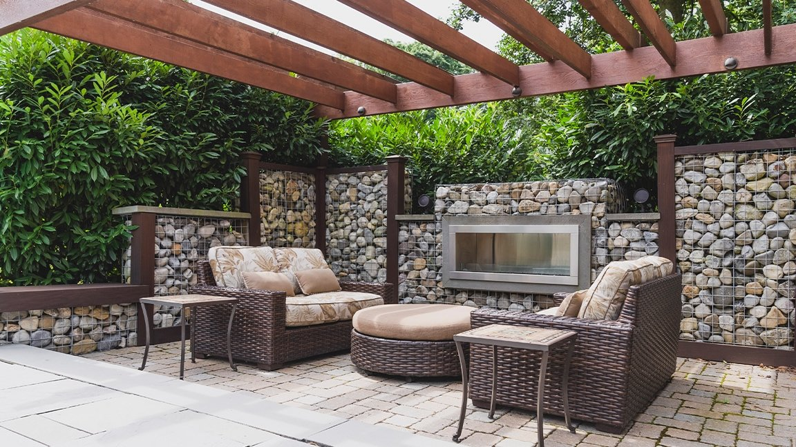 outdoor seating in fire pit area