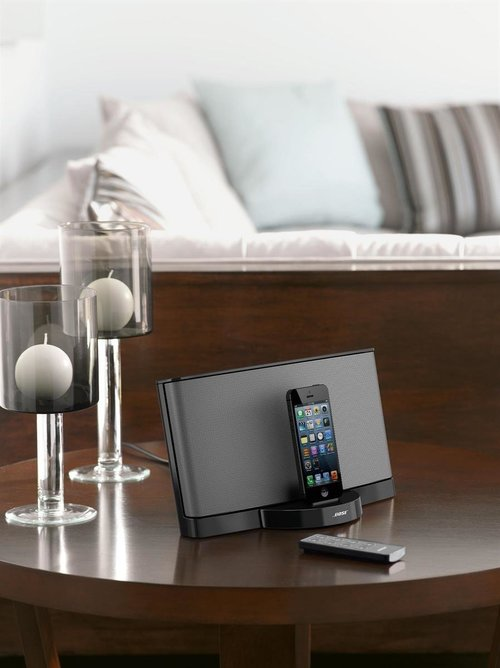 View Larger Image of SoundDock Series III Digital Music System (Black)