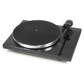 1Xpression Carbon Classic Turntable with Ortofon's 2M Silver Cartridge