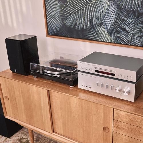 View Larger Image of TT-S303 Turntable (Piano Black)
